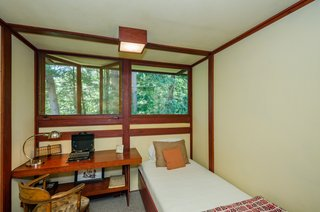 The Frank Lloyd Wright-Designed Louis Penfield House in Ohio Is For Sale For $1.3M - Photo 13 of 16 -
