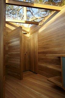 A Tiny Bathhouse on the Norwegian Island of Hankø Made With Sustainable Softwood - Photo 5 of 10 -