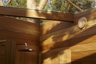 A Tiny Bathhouse on the Norwegian Island of Hankø Made With Sustainable Softwood - Photo 9 of 10 -
