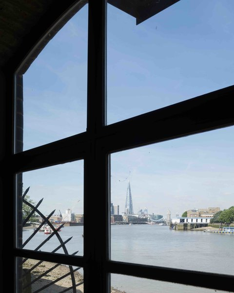 An Old Grain Warehouse on the River Thames Is Transformed Into an Industrial-Modern Home - Photo 11 of 11 -