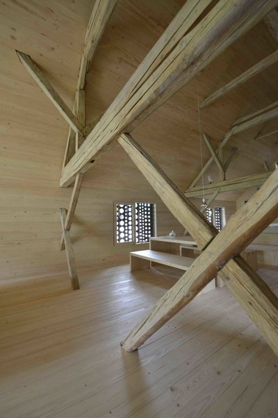 An Old Cattle Barn in Slovenia Is Saved and Transformed Into a Family Home - Photo 10 of 11 -