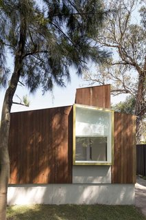 Located close to the main house in a Sydney suburb, this garden studio and gallery space is where an artist couple work. With this art shed, Australian practice Panovscott established an internal gallery-quality environment for the production and contemplation of art.