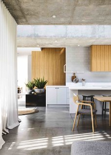Vaulted Skylights and Concrete Columns Connect This Melbourne Home With the Sun - Photo 7 of 10 -