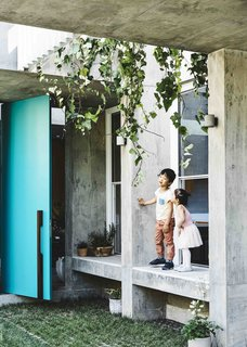 Vaulted Skylights and Concrete Columns Connect This Melbourne Home With the Sun - Photo 9 of 10 -