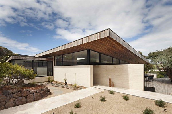 A Layered Home in Coastal Australia That Merges With the Limestone Terrain