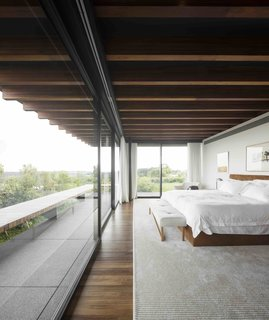A Brazilian Home With a Touch of Japanese Zen - Photo 4 of 10 -