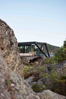A Norwegian Summer Cabin Embraces the Rocky Terrain - Photo 9 of 10 -