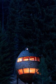 These Tree Houses in the Dolomites Look Like Egg-Shaped Pinecones - Photo 10 of 11 -