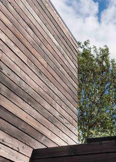 This London Prefab Made of 7 Modules Was Raised in Just One Day - Photo 2 of 9 -