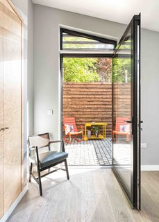 This London Prefab Made of 7 Modules Was Raised in Just One Day - Photo 4 of 9 -
