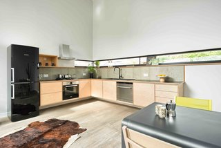This London Prefab Made of 7 Modules Was Raised in Just One Day - Photo 5 of 9 -