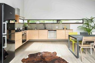 This London Prefab Made of 7 Modules Was Raised in Just One Day - Photo 6 of 9 -