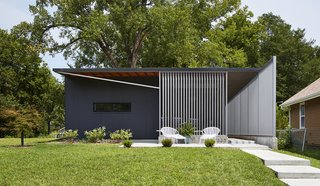 Using insulated metal panels that were rejected from the construction of a tennis center nearby, this sustainable home in Kansas by Studio 804 was inspired by the prefab Lustron houses that were developed in the United States after World War II.