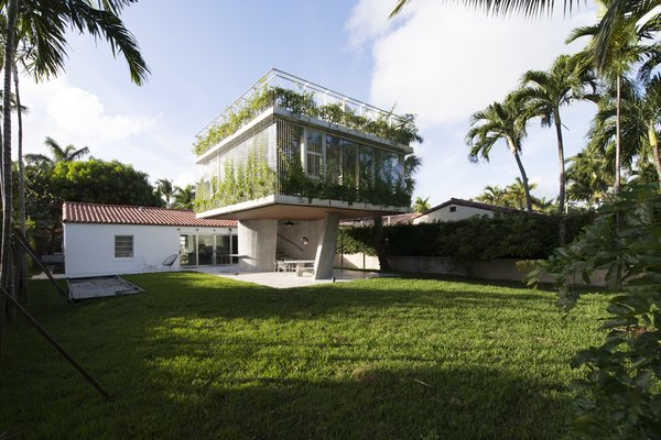 A Restaurateur's Mythical Home in Miami Follows the Path of the Sun
