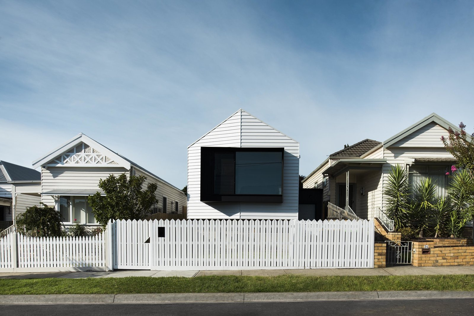 A Cool Melbourne Cottage Riffs Off of its Victorian Neighbors