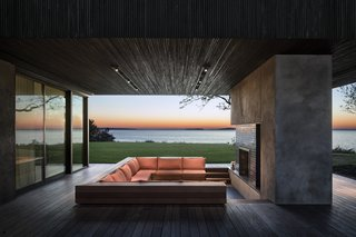 An Incredible Cedar-Clad House Captures Views of the Sea and Forest - Photo 4 of 12 -