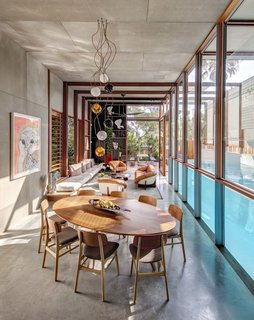 Living Screens Conceal a North Bondi Beach House and a Semi-Indoor Pool - Photo 3 of 18 -
