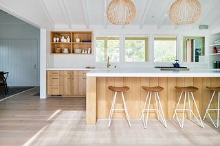 This remodeled and extended ranch house in Del Mar is a modern farmhouse-meets-beach shack. The 2,800-square-foot ranch house from the 1950s was renovated by San Francisco-based architect Nick Noyes, with interiors designed by Raili Clasen, founder of Newport Beach studio railiCAdesign. Sited on an oversized lot, the Southern California house has an intimately scaled exterior structure that follows a clean farmhouse aesthetic.