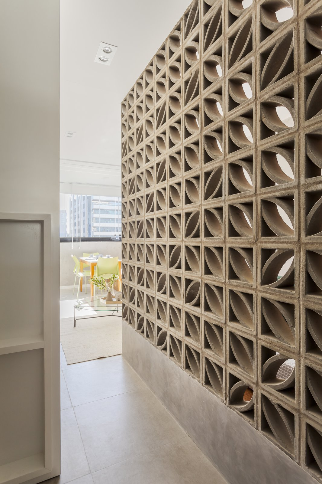 Hallway  Photo 4 of 9 in A 290-Square-Foot Apartment in São Paulo Takes Advantage of Every Inch