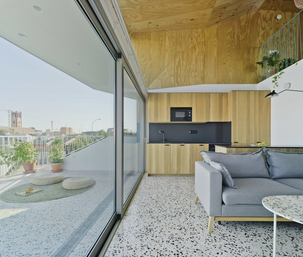 A Spanish House's Addition Looks Like an Ultra-Modern Helmet - Photo 3 of 13 -
