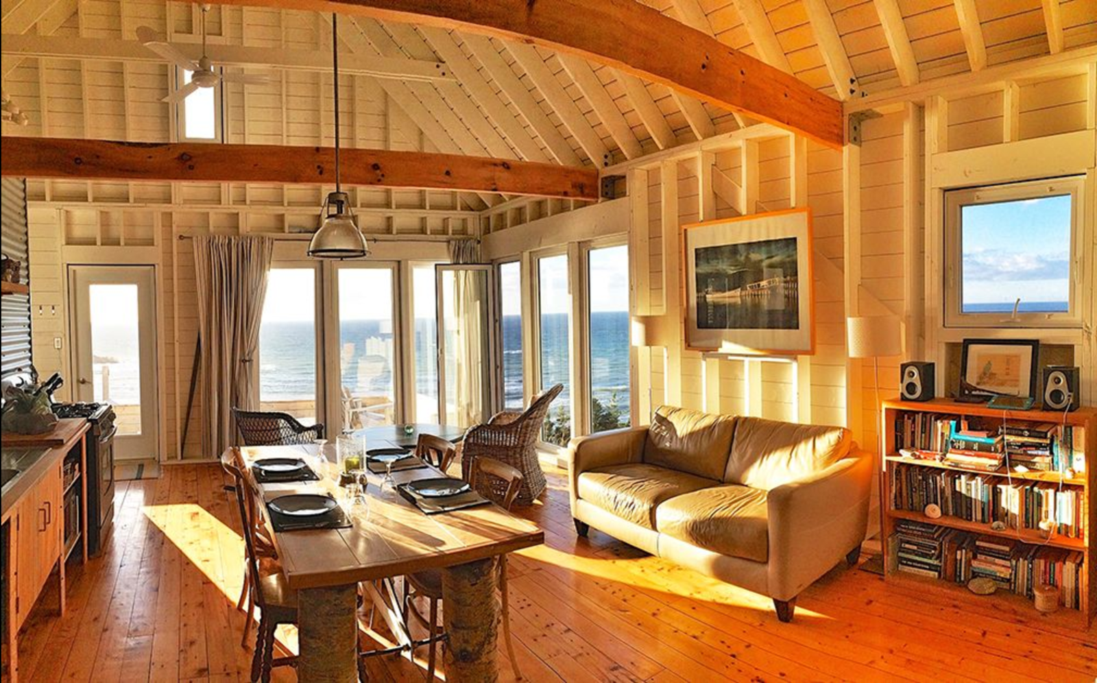 Dining Room, Chair, Table, Medium Hardwood Floor, and Pendant Lighting  Photo 10 of 16 in 8 Outstanding Cabins For Rent in Canada