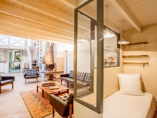 8 Charming Parisian Apartments You'll Want to Book Right Now - Photo 4 of 8 -