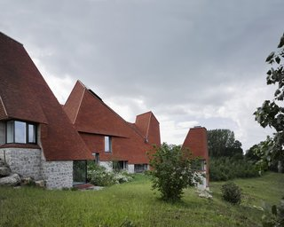 "Traditional Kentish hop-drying towers inspired the pyramid-like roof forms of this country estate home, which won its creators—James Macdonald Wright of Macdonald Wright Architects, and Niall Maxwell of Rural Office—the Royal Institute of British Architects' 2017 ""House of the Year"" award."