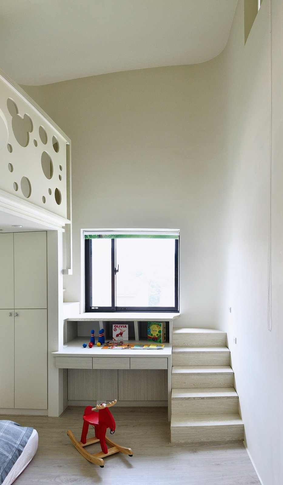 Kids Room, Light Hardwood Floor, Bedroom Room Type, Neutral Gender, Toddler Age, Storage, and Bed  Photos from A Serpentine Wall in This Taiwanese Home Divides Public and Private Space