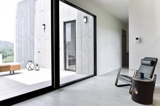 A Serpentine Wall in This Taiwanese Home Divides Public and Private Space - Photo 11 of 14 -