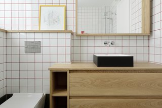 Graphic Design Guides an Apartment Renovation in Tel Aviv - Photo 9 of 14 -