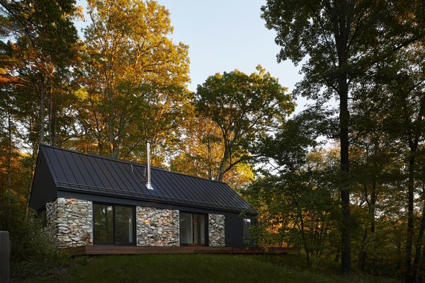 A Minimalist Retreat Rises From Old Stone Walls in Hudson Valley