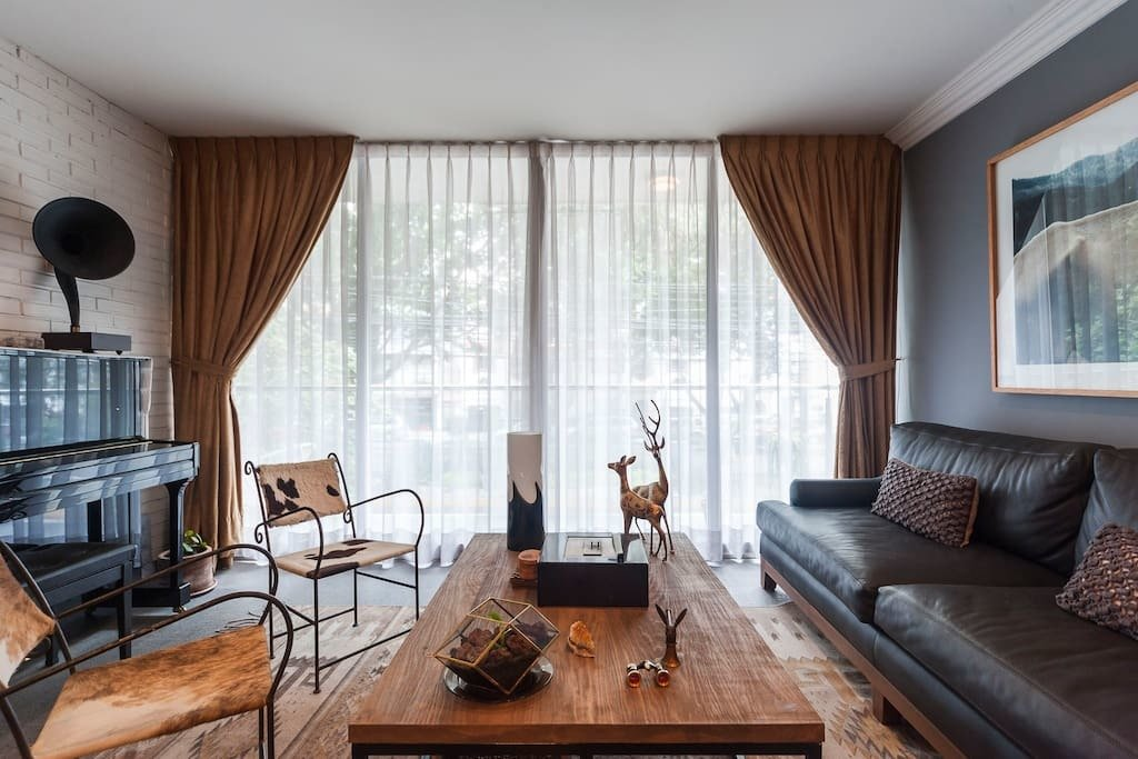 Living Room, Sofa, Chair, Console Tables, Rug Floor, and Coffee Tables  Photo 5 of 7 in 7 Stylish Pads to Rent in Mexico City