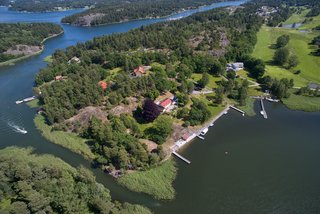 Greta Garbo's Swedish Island Villa Is Up For Sale - Photo 18 of 21 -