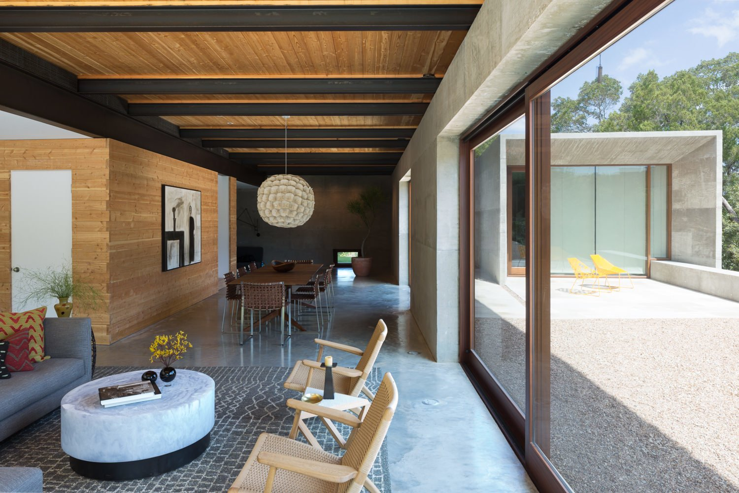 Dining Room, Concrete Floor, Pendant Lighting, Chair, and Table  Photo 5 of 14 in A Dramatic Roof and Board-Formed Concrete Keep This Texas Residence Cool