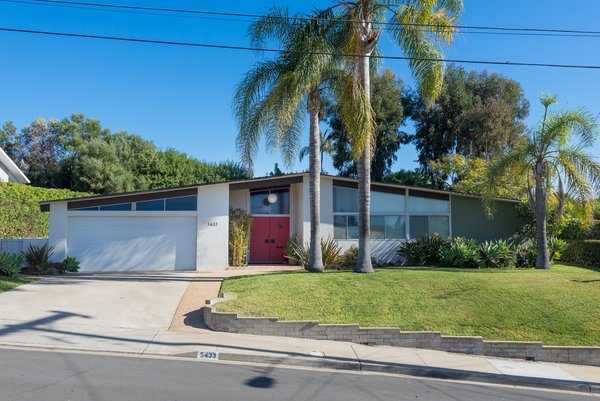 An Immaculate Midcentury Abode in San Diego Asks $1.55M