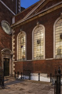 A Historic Church in London Hosts a New Cantonese Restaurant and Art Gallery - Photo 3 of 15 -