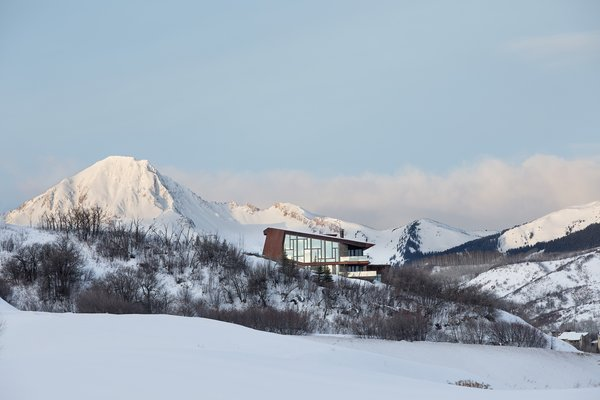 An Angular Mountain Retreat in Colorado Captures Breathtaking Views - Photo 1 of 15 -