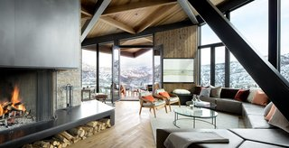 An Angular Mountain Retreat in Colorado Captures Breathtaking Views - Photo 3 of 15 -