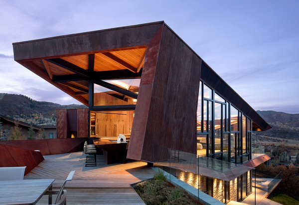 An Angular Mountain Retreat in Colorado Captures Breathtaking Views - Photo 8 of 15 -