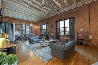 This vacation apartment in Dallas, Texas, has 17-foot-high ceilings and exposed brick walls.