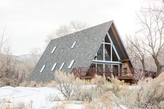 A-Frame Haus in Herber City, Utah, is fully remodeled with Scandinavian-inspired interiors. The large spans of glazing provide panoramic views of surrounding mountains, greenery, and all that Utah has to offer.