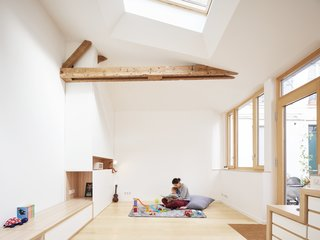 Before and After: A Renovated Artist's Studio Is Now an Airy, Efficient Home - Photo 8 of 16 - The studio's original wooden beams were left intact.