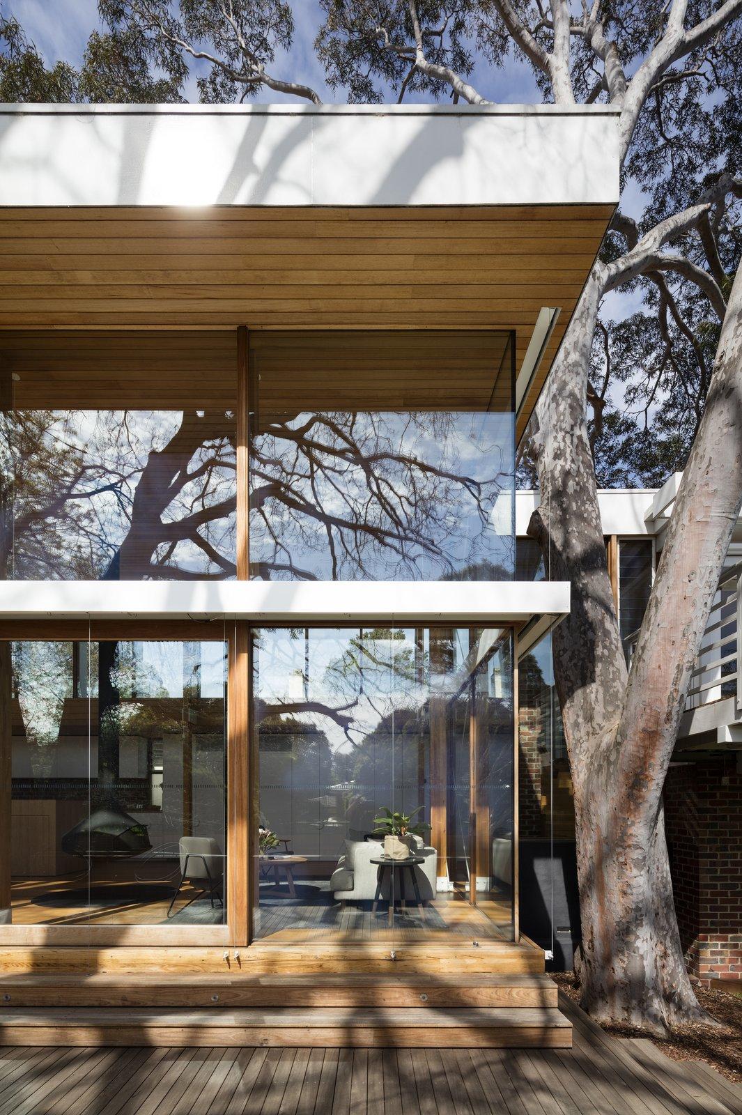 Exposed clinker brick and steel bracing convey the pragmatism of Australian, midcentury design.