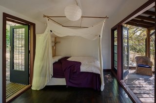 This Home For Sale in the Australian Bush Has Magical Tree House Vibes - Photo 12 of 16 -