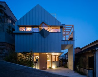 Hat House by Fumiaso Architects & Associates resides in the port city of Kobe, Japan.
