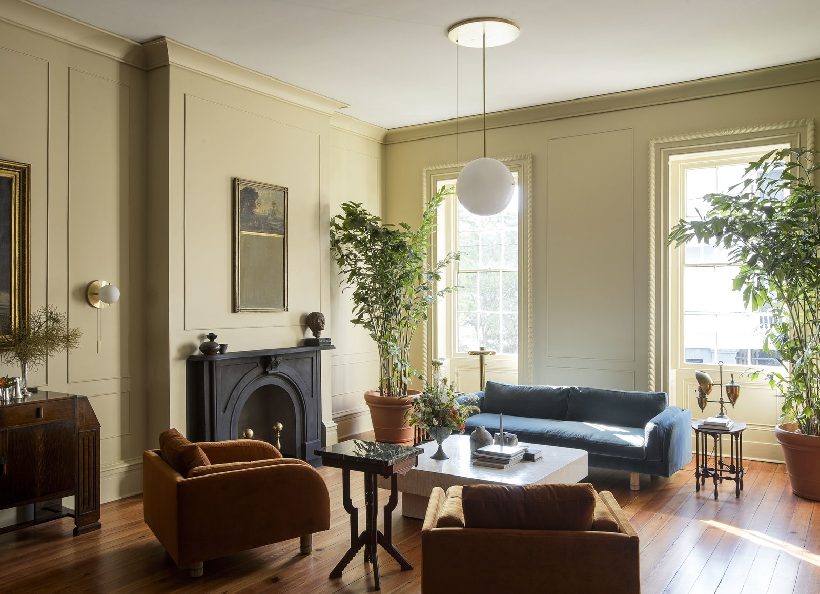 An Old Charleston Row House Is Elegantly Modernized With A