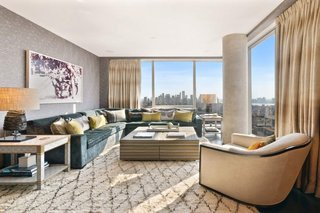 Every single room in the apartment looks out to key landmarks, including the MetLife Tower, The Ladies' Mile Historic District, Washington Square Park, Union Square Park, Gramercy Park, the Brooklyn Bridge, as well as the Manhattan Bridge.