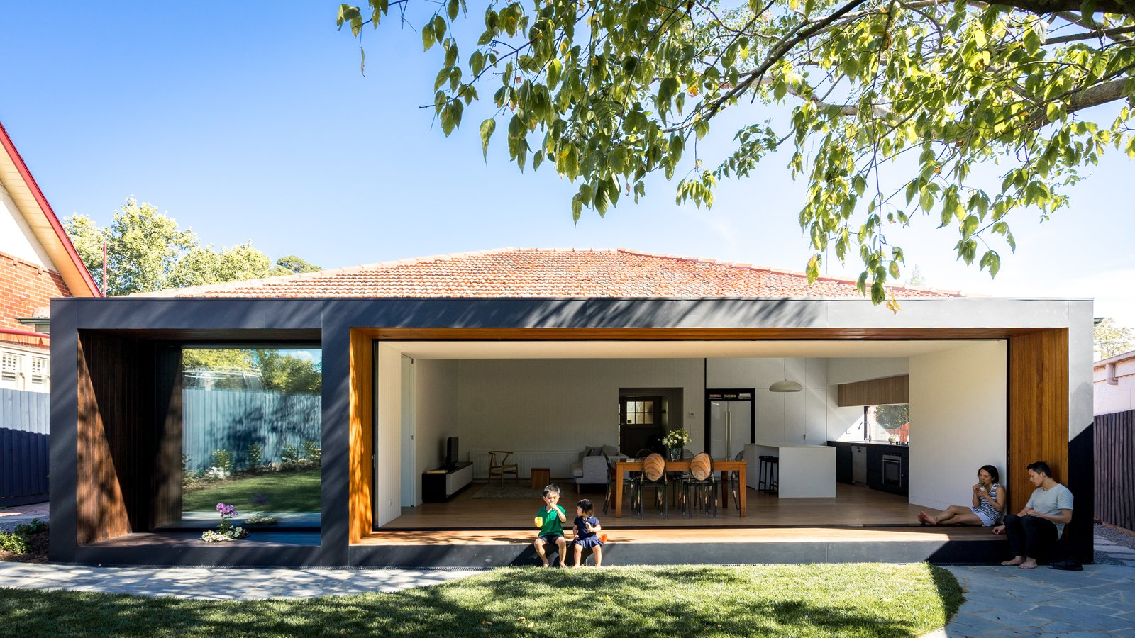 A Melbourne Home Decreases in Size to Amp Up Its Outdoor Connection