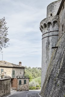 Casa Effegi is located at the border of the Tuscan village of Trequanda, tucked between the town center and the surrounding hilly, rural landscape.