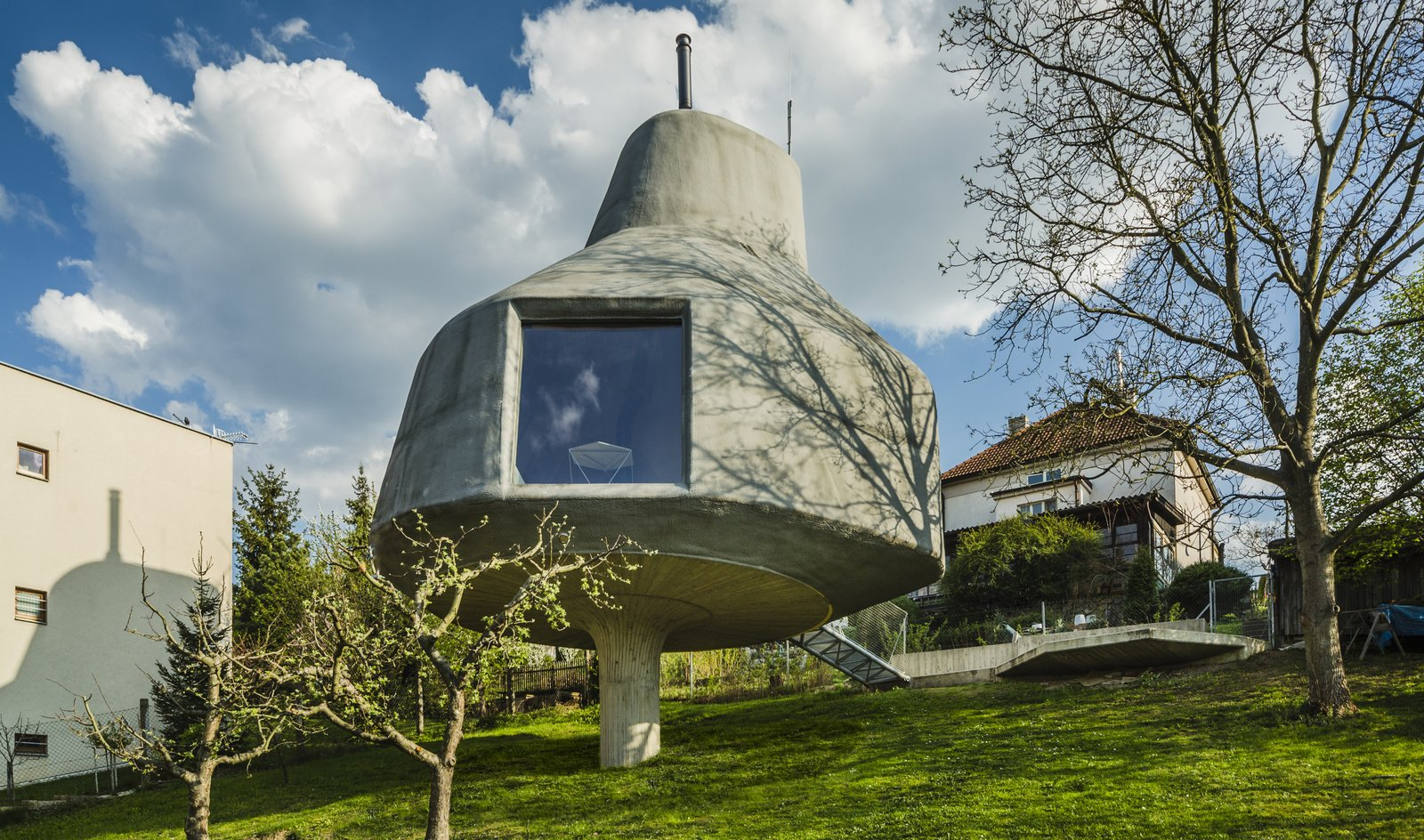 Exterior, Concrete Siding Material, and House Building Type  Best Photos from This Quirky Home in Prague Looks Like a Giant Mushroom